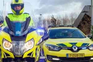 Weginspecteurs met blauw zwaailicht en sirene veel sneller bij ongeluk